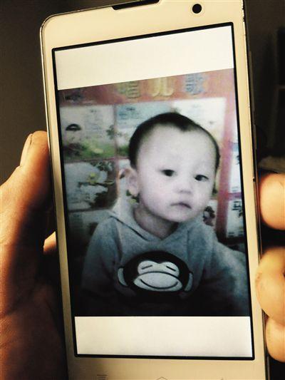 爷爷的手机中一直存着王宇可爱模样的照片。家属供图