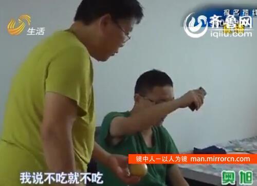 37岁男子吃喝拉撒全靠母亲
