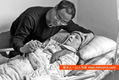 29岁小伙辞高薪工作与女友分手 回家照顾病母