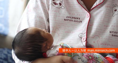 孩子出生无右耳系小诊所里做彩超