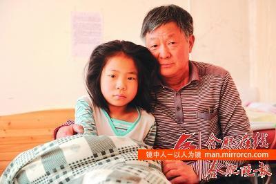 父母遗弃重病孩子,爷爷坚持照顾10年
