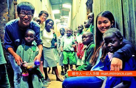 大学生自费到肯尼亚贫民窟支教 筹钱重建小学