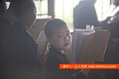 广东一寺庙住持收养20余孤儿