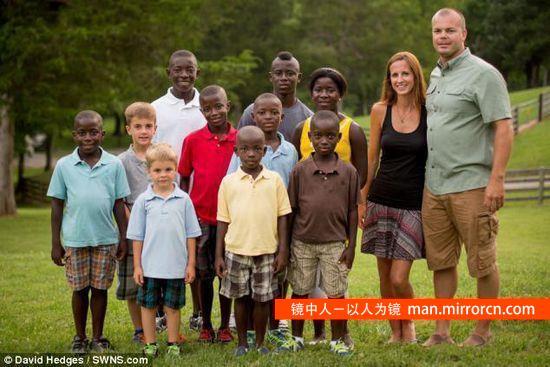 年轻夫妇收养8个非洲孩子