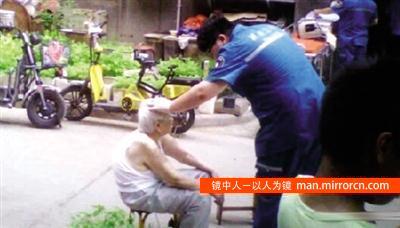 男子虐待老母被亲哥打死