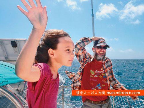 10岁女孩随父母在海上航行8年