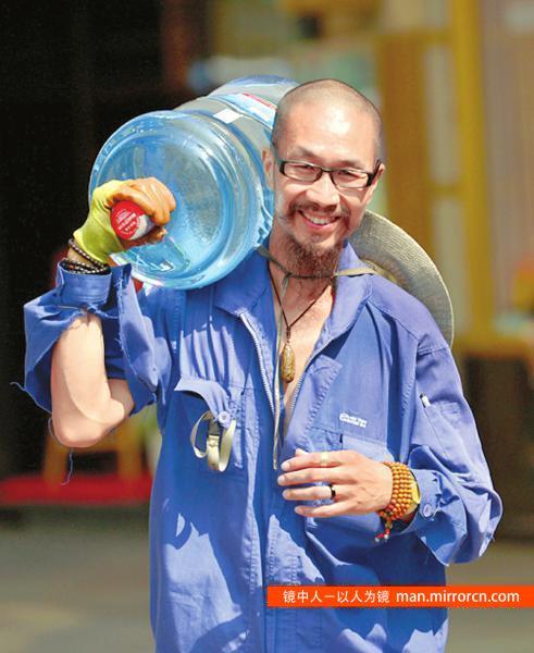 享受生活的成都送水工