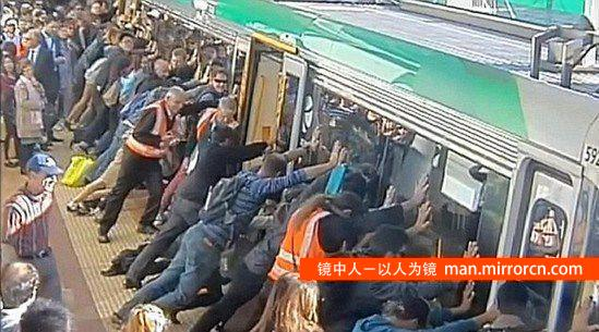 众人推万吨重火车成功救人