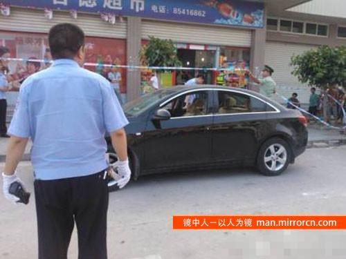 2岁女婴被锁车里12小时窒息身亡