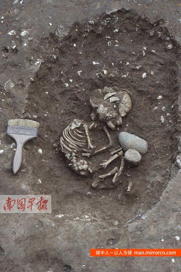 考古发现6000年前1岁婴儿墓葬