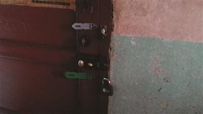 失明老太在老伴身上装3把锁 防其出门偷情  失明老太在老伴身上装3把锁 防其出门偷情(图)