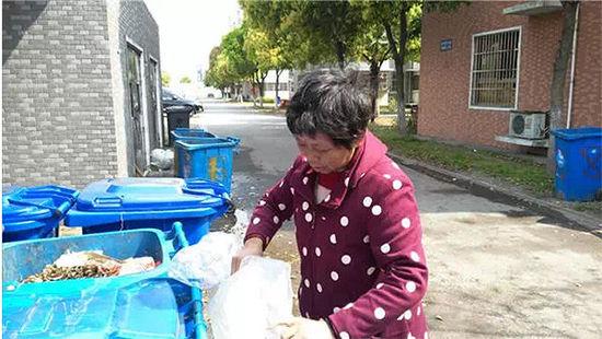 21岁女孩在家产子 用菜刀将婴儿砍杀后抛尸垃圾桶